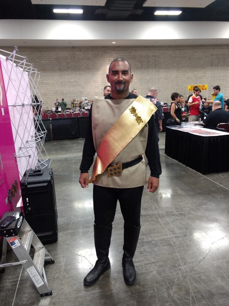GREAT FRICKIN KLINGON! I love classic Trek cosplay! #startrek #klingon #cosplay #comicconhonolulu2019 https://t.co/w7STC1z36O