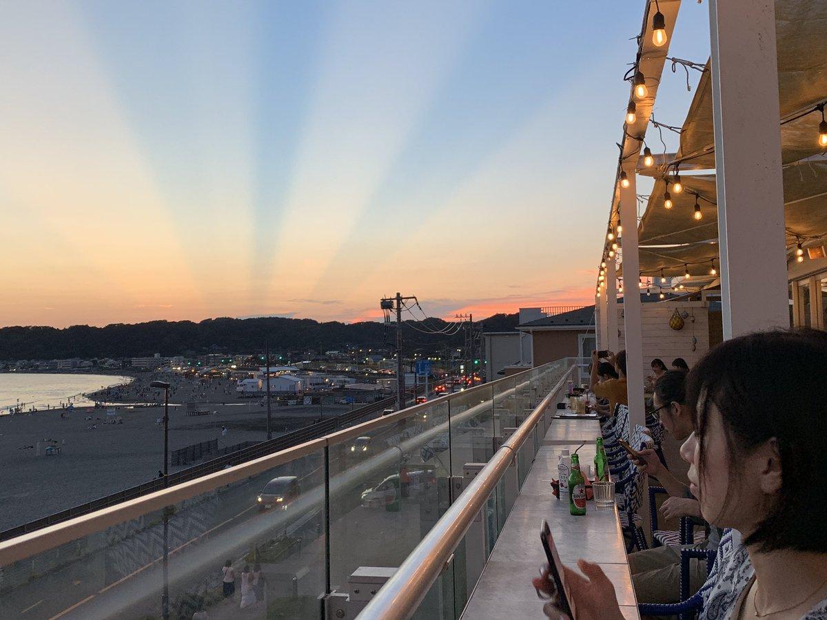 鎌倉の空がスゴイ。不思議 薄明光線っていうそう https://t.co/JoFU4jF4TV