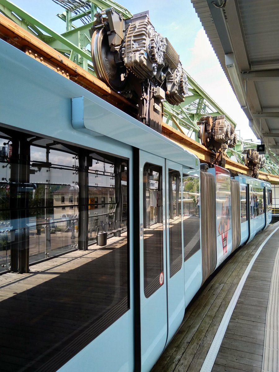 EBN4t9lWsAI51F2 - The Schwebebahn reopens!