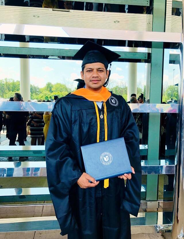 Congrats Graduate 👨🎓 my brother @AhsanAhmed90, your hard work finally pays off! We are so proud of you. Best wishes for your upcoming adventure.