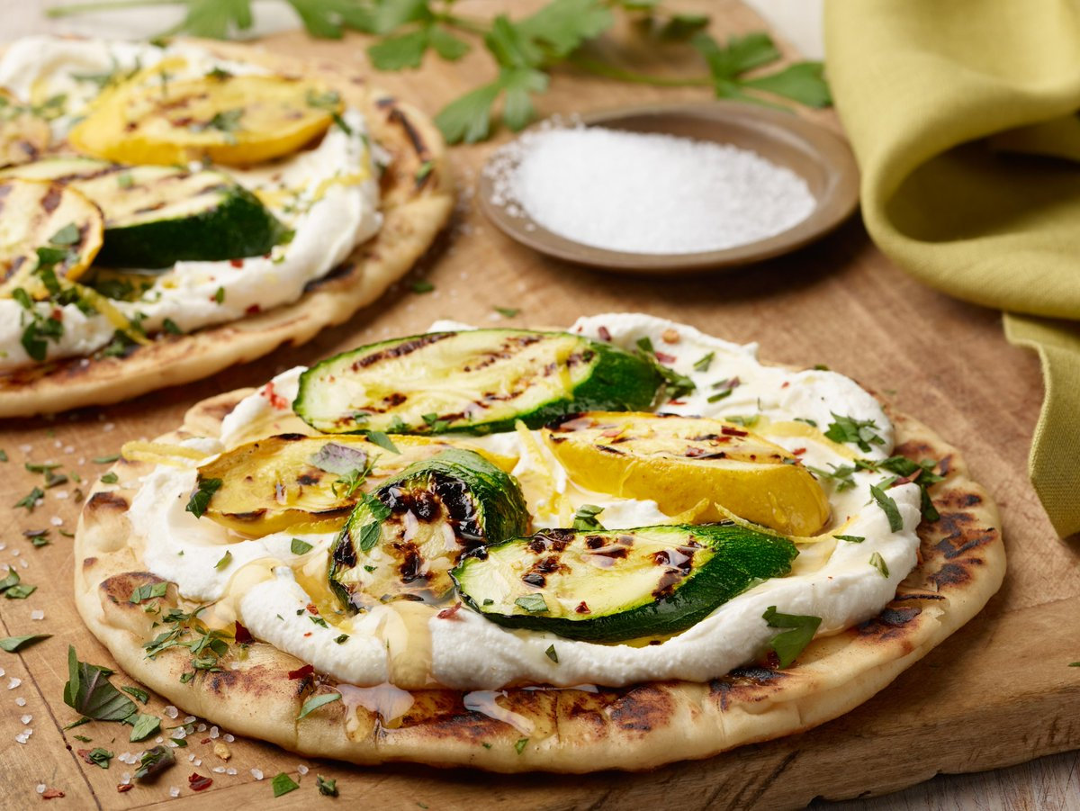 Recipe of the Day: Ricotta, Squash and Honey Flatbread  https://foodtv.com/2YIi8on  !