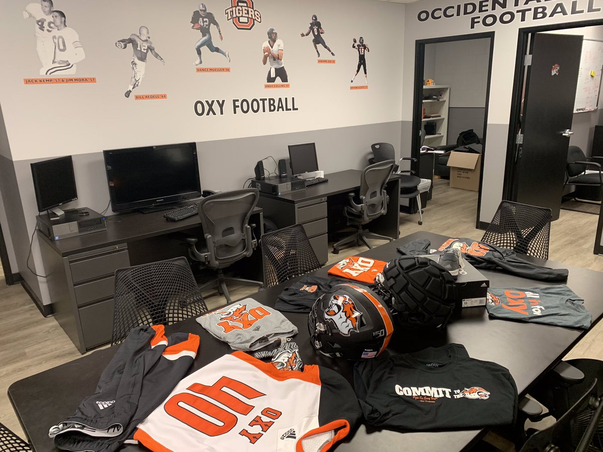 9 days until the start of camp and we are geared up and ready to go! #FightForEveryStripe #oxyfootball #adidas #iotriumphe @CoachTolosi @CoachLangStrong https://t.co/8L5Zou16Au