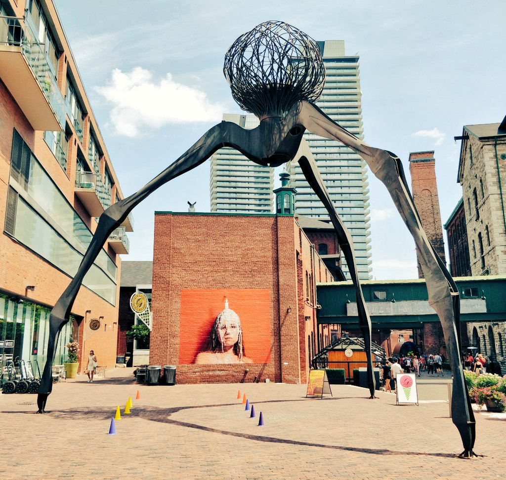 Went to the @DistilleryTO today with @TravelVeganMi to celebrate the #bankholiday 😊 have to say its a great spot for art enthusiasts & vintage fanatics! Loved the red brick buildings, really reminded me of #Dublin 🇮🇪 And of course I had a cider (& a pretzel) in @MillStreetBrew
