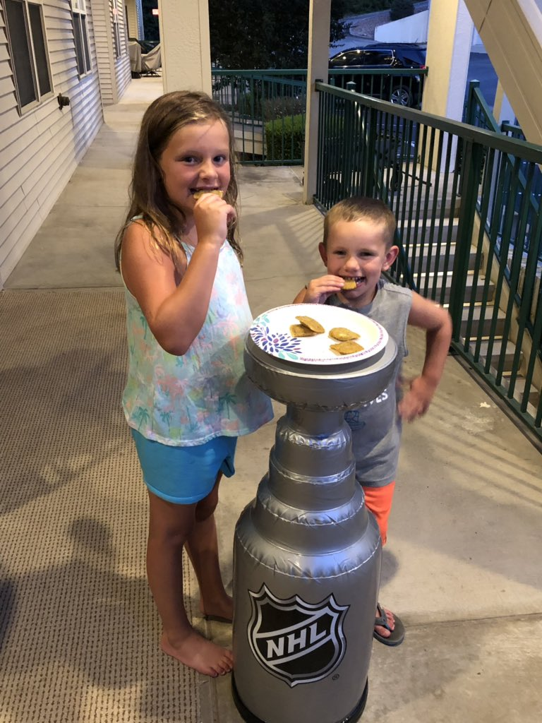 Toasted ravs in The Cup! @patmaroon @StLouisBlues #summerwiththechamps #LGB #PlayGloria