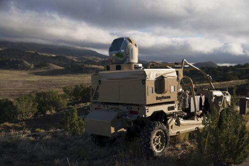 أول أسلحة ليزر للجيش الأميركي تسقط الطائرات والدرون  EBQKCasU0AAEIac
