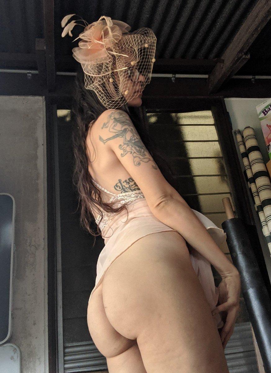 Free preview of noelle dubois naked in lingerie