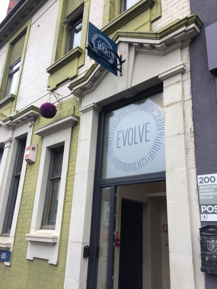Finally got to @EvolveBrum cafe @AquariusTweets - great service, coffee & croissants!