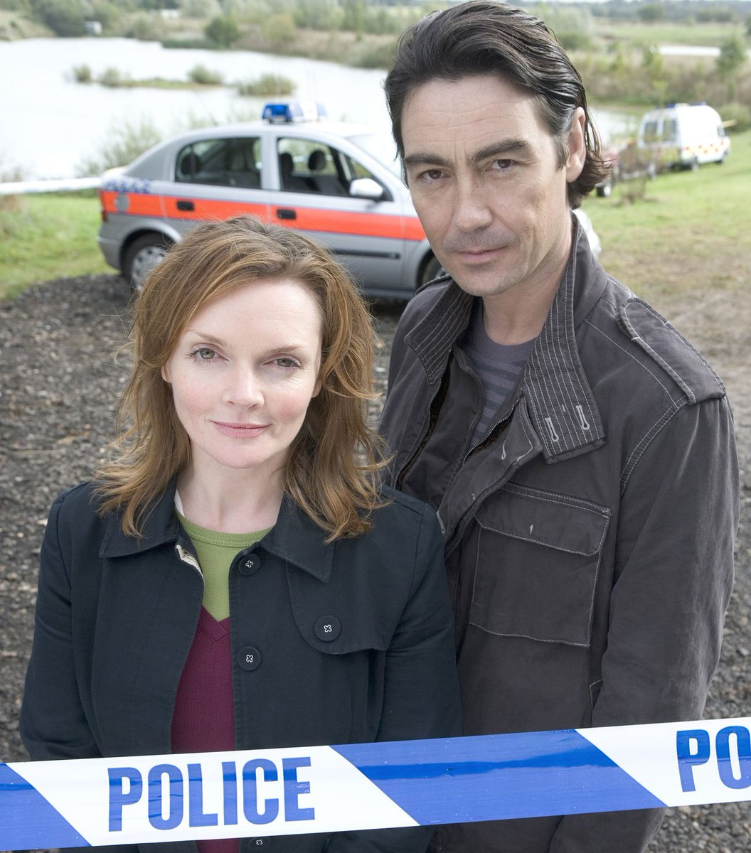 https://www.pbs.org/wgbh/masterpiece/specialfeatures/grantchester-s4-e4-nathaniel-parker-interview/… I love that #NathanielParker & #SharonSmall are friends #InspectorLynleypic.twitter.com/OjCZWaoMvP