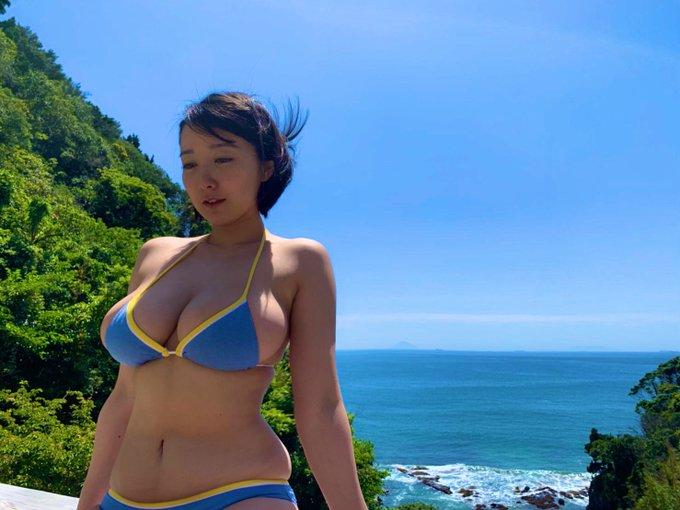 グラビアアイドル紺野栞のTwitter自撮りエロ画像37
