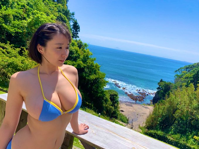 グラビアアイドル紺野栞のTwitter自撮りエロ画像36
