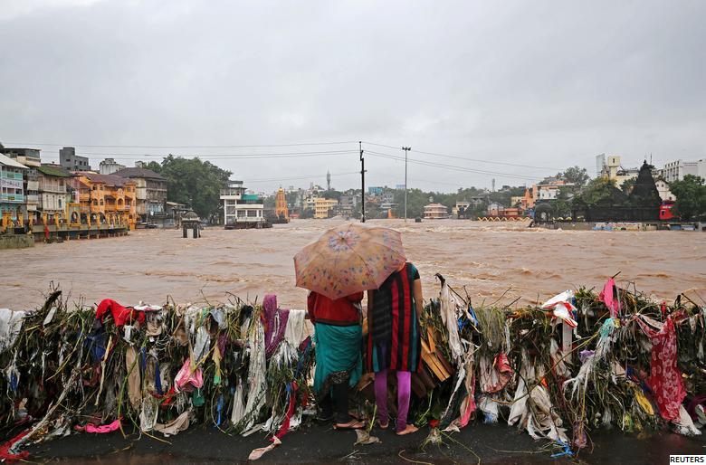 Heavy monsoon rain floods several temples across many states