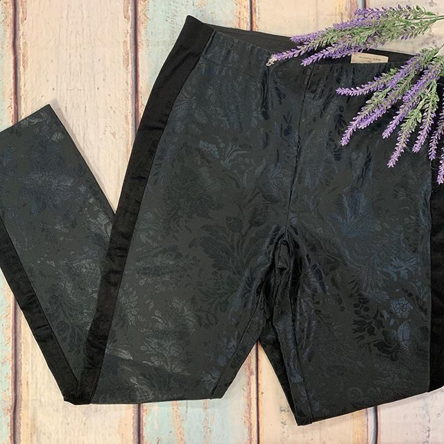 #prettypants #casualandcute  Anthropologie pants size 6 $13  To purchase give us a call at 610-455-1500, send us a DM of this post with your PayPal email or stop in store before 9pm  Have designer goodies that you'd like to sell? We offer premium p… https://ift.tt/31nknLOpic.twitter.com/QpIlarYEAo