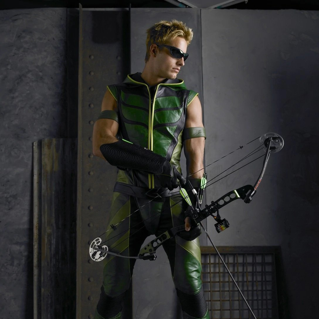 If Justin Hartley doesn't show up as Green Arrow in the Crisis crossover is it even worth watching? https://t.co/Qjz2cqblop