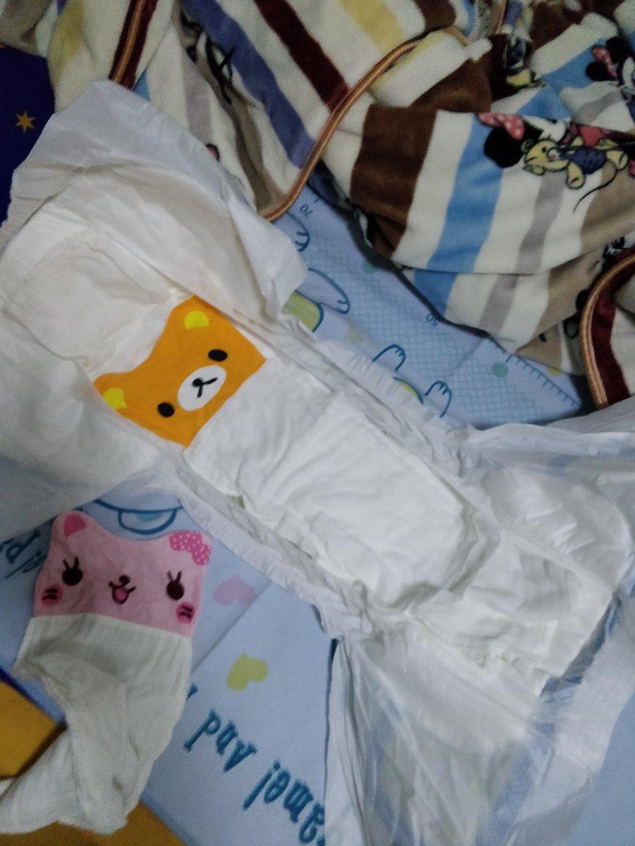 尿布和毛巾 @921kys  #ABDL #abdlboy #adultbaby #babytsutom  #おむつ大好き #おねしょっ子 #ABU #BareBum #diaperfetish #diaperedlife #bedwetter #diaperchange #おねしよ https://t.co/1U2KBSeXrC