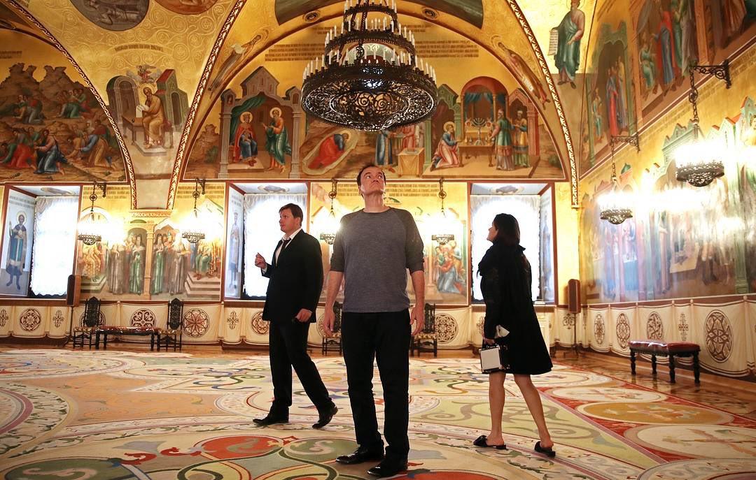 TARANTINO NA PREMIJERI NOVOG FILMA U MOSKVI! Nakon što mu je domaćin pokazao unutrašnjost dvorca, poznati režiser upitao: 'Šta treba uraditi da budeš sahranjen u Kremlju'
