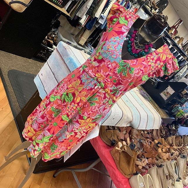 #lovelylilly #casualandcute  Lilly Pulitzer dress size L $36  To purchase give us a call at 610-455-1500, send us a DM of this post with your PayPal email or stop in store before 9pm  Have designer goodies that you'd like to sell? We offer premium … https://ift.tt/33cB8Lbpic.twitter.com/6e4dY8542Q