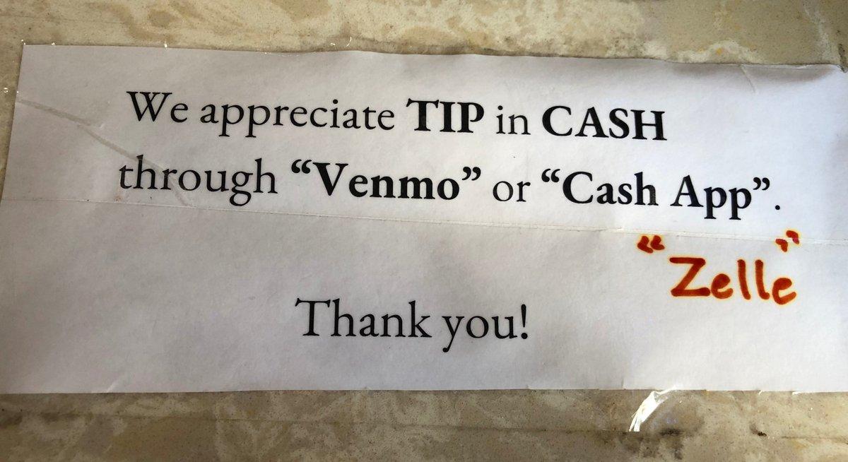 私、いつも殆ど現金持ち歩かないんだけど、ネイルサロンや美容院のチップって、クレジットカードで払えないところばかりなんですよ。(この辺は)で、いつも忘れないようにATM行くようにはしてるんだけど、つい忘れちゃう。そしたら、今日ネイルサロンでこんなサインが!Venmoで払える。すごく便利〜!