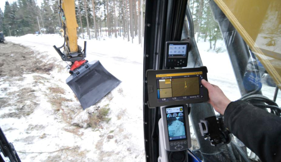 #Trimble #Earthworks Grade Control Platform Version 1.9 supports full automatics for tiltrotators and universal total stations for motor graders. Learn more here: https://t.co/MejKxVQ9Y1 https://t.co/ERmA8DTKth