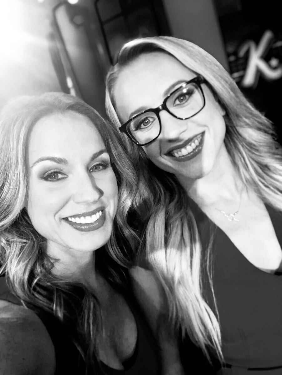 Had to switch to the *noir* filter so our twinning outfits are less obnoxious 👯