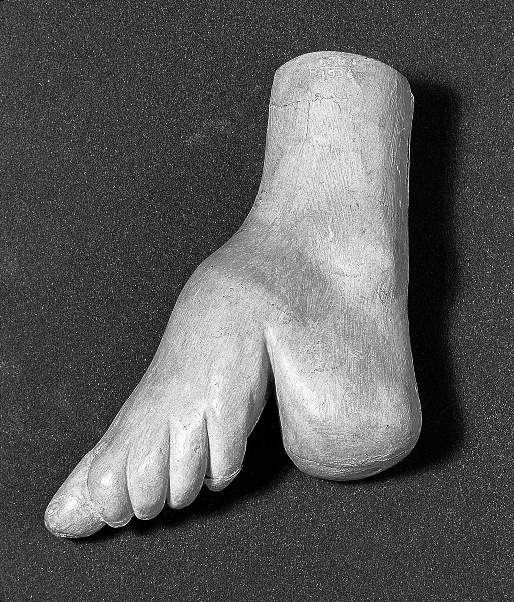Lonely Wanderer On Twitter High Sort Of People In Ancient China Maybe Japanese Too But Not Sure At The Time The Ankle And Small Feet Were Considered As Most Attractive Erotic