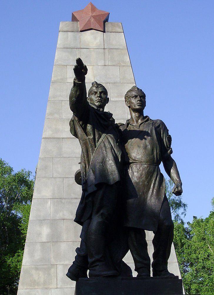 любом известные памятники в россии в честь победы представителей