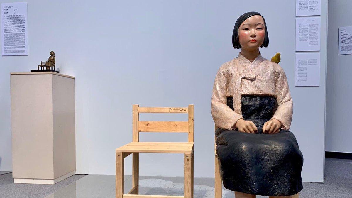 あいちトリエンナーレの少女像、作者がつけた作品名は「平和の少女像」で、英語表記は「Statue of Peace」なんだそう。「慰安婦像」という呼称/表記を採用したのは日本政府なんだってさ(Wikipedia↘︎)。議論や相反する意見等が有ることとは別に、勝手に名前を決めてたなんて、僕ビックリしたよ🥴。