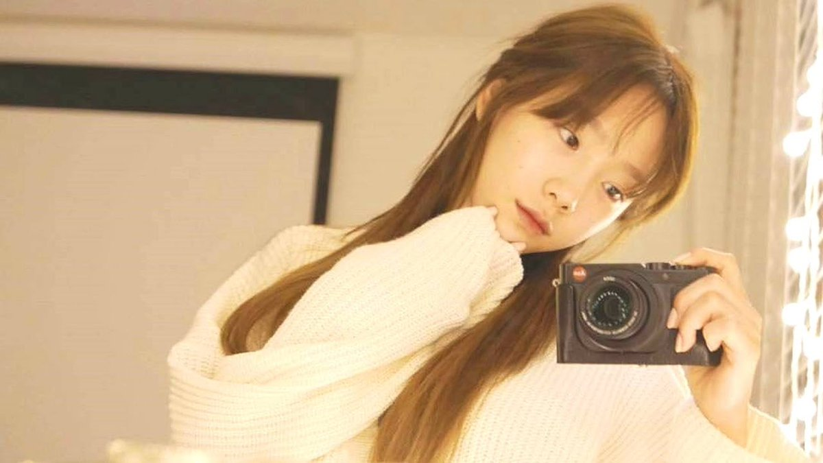 """A Thread from @captaenken: """"- girls' generation's camera collections [...]"""""""