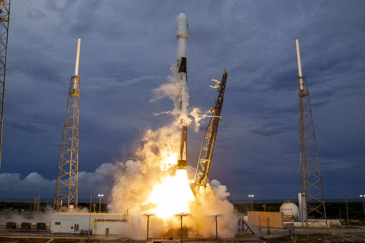 More photos from last night's Falcon 9 launch → flickr.com/spacex