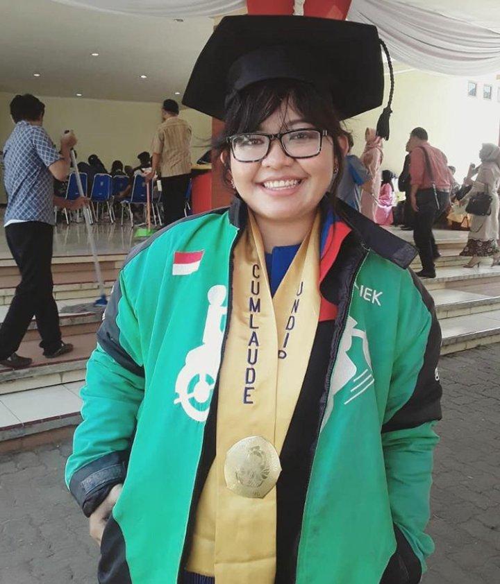 Sosok Lele yang lulus dengan predikat Cum Laude walau berprofesi sebagai driver ojek online