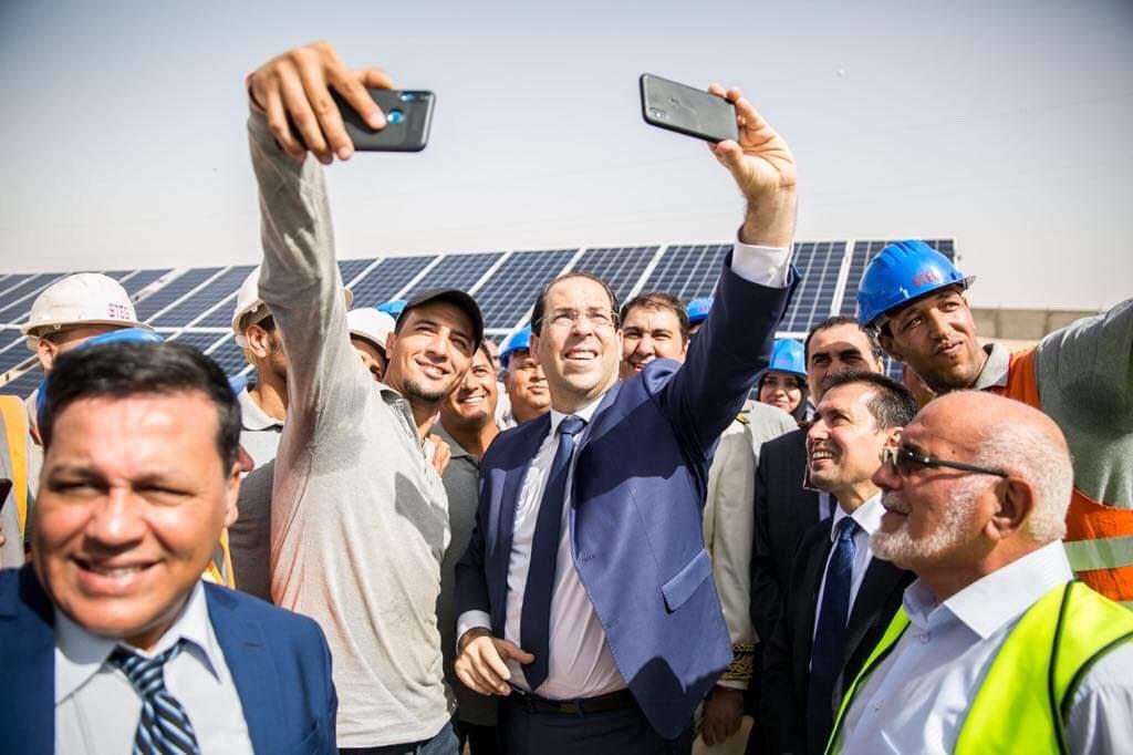 من #توزر🇹🇳 دخول أول محطة للطاقة الشمسية في تونس حيّز الاستغلال وانطلاق أشغال المحطة الثانية إلى موفّى ديسمبر 2019 بانتاج جملي بـ20 ميغاوات و استثمار بـ 62 مليون دينار مع توفير 200 موطن شغل مباشر.  #الطاقة_البديلة خيارنا للمستقبل #TnEnergie https://t.co/ztl8u6hARr