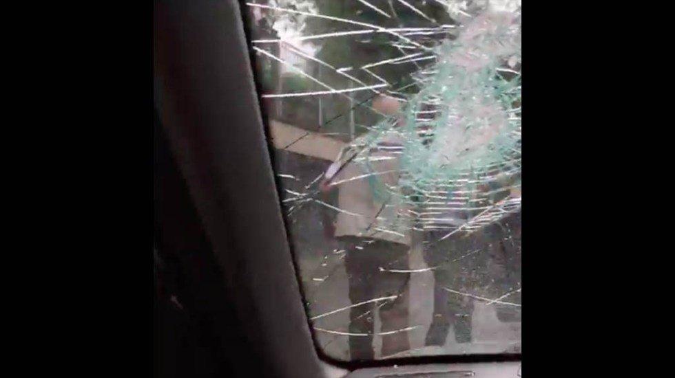 Joven causa destrozos y agrede con bat a automovilista tras percance en Tlalpan (VIDEO) http://bit.ly/2Tgr4fB