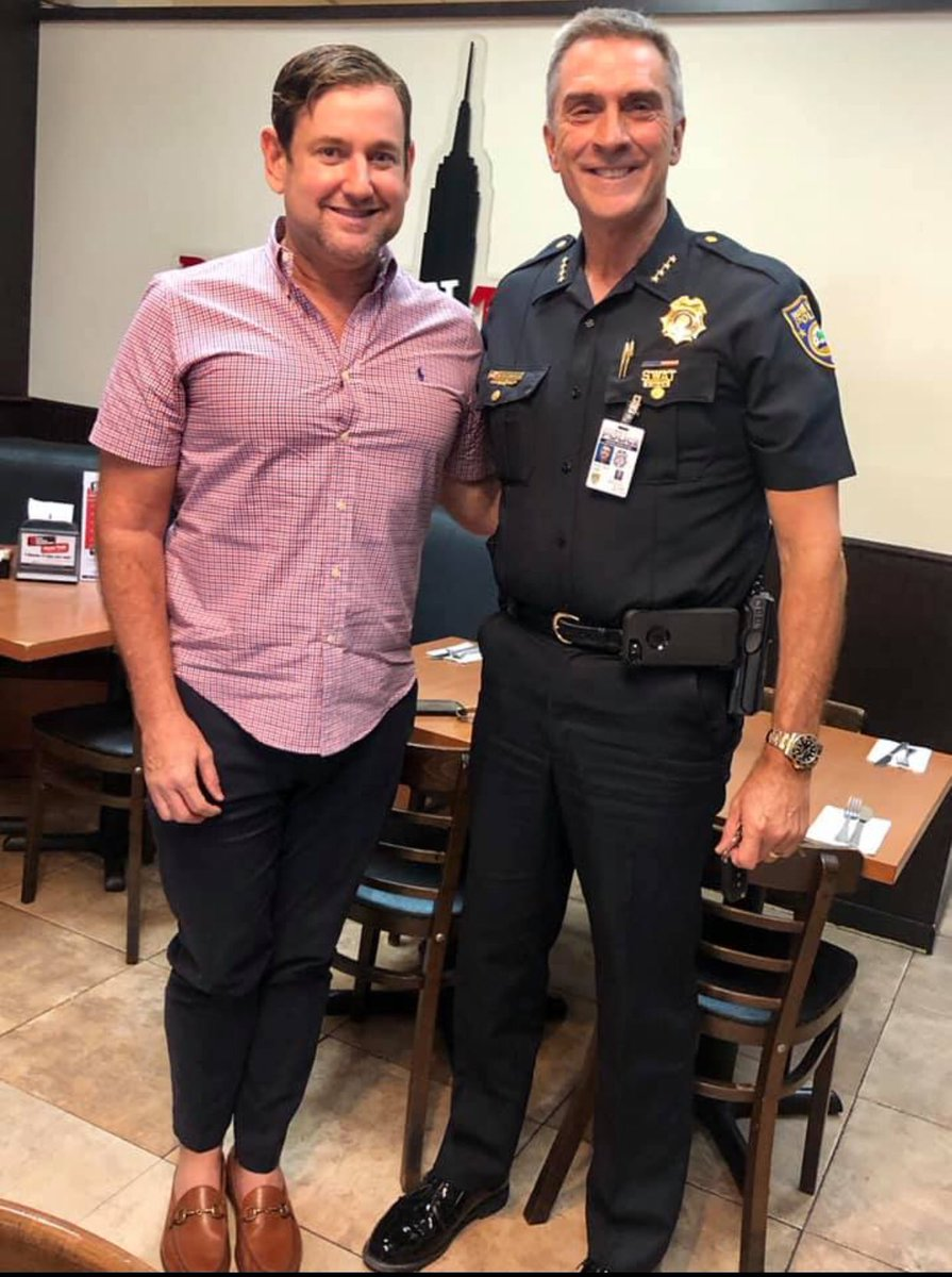 @MichaelGongora Great meeting with @MiamiBeachPD Chief Rick Clements discussing ideas to keep @MiamiBeachNews safer @MiamiBeachPages #MiamiBeach #YourMBPD @LncolnRd @KendleRick  @EMiamiBeach @afpellin @twtrmiami @MiamiBroker @rosengonzalez @ElevateRecruits @SoBeLIVE @mdej_spic.twitter.com/mbUTxC3Ds2