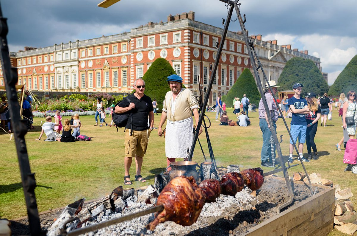 Come for a feast in the #HamptonCourtPalace gardens! 🌮 🥗 🍦 🍩 Watch live cooking demos from @BegumNadiya @michelrouxjr and @Rhitrition – and enjoy the street food, drinks, shops and live music 🥂 24-26 August, book tickets: bit.ly/hamptoncourtfo… #RoyalFoodfest