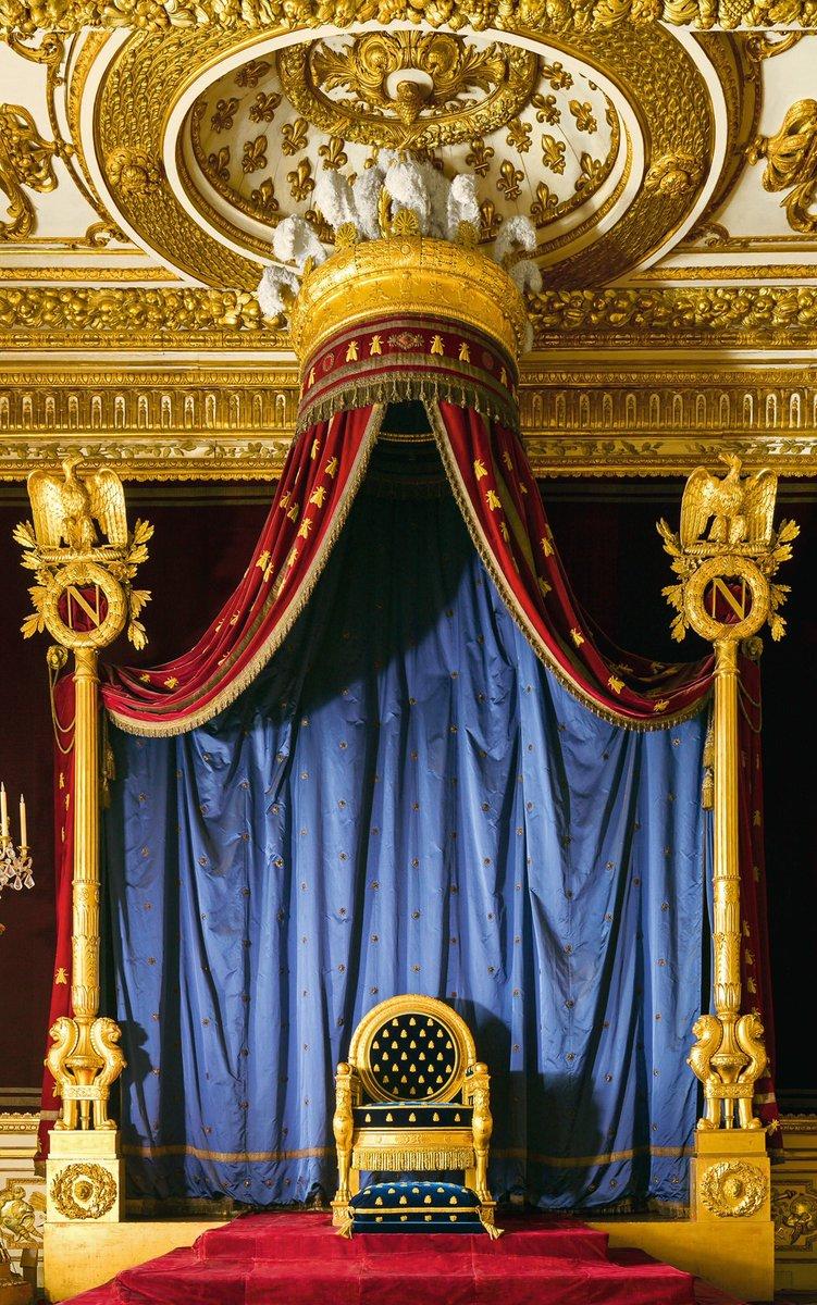 #Quizz Nous sommes dans la salle de Trône ! Saurez-vous reconnaître les emblèmes de #Napoléon Ier ? 📸 © Eric Sander