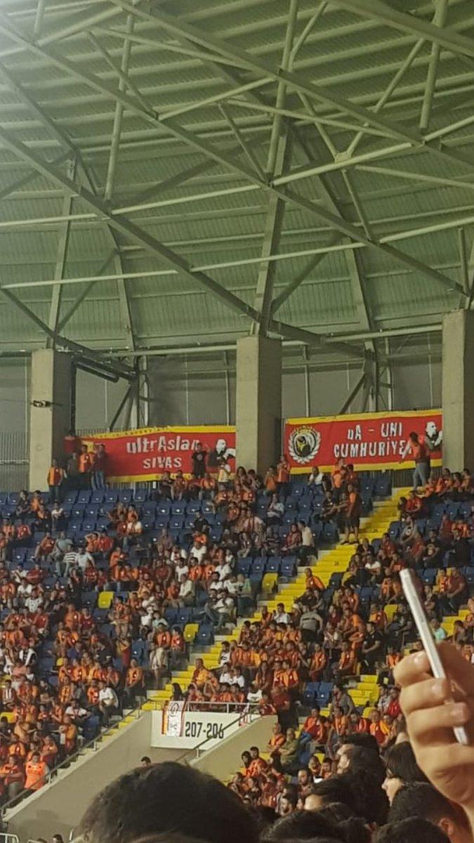 Her zaman varız hep yanındayız!Akhisar süper kupa maçında takımımızın yanındayız.#ultrAslanUNI