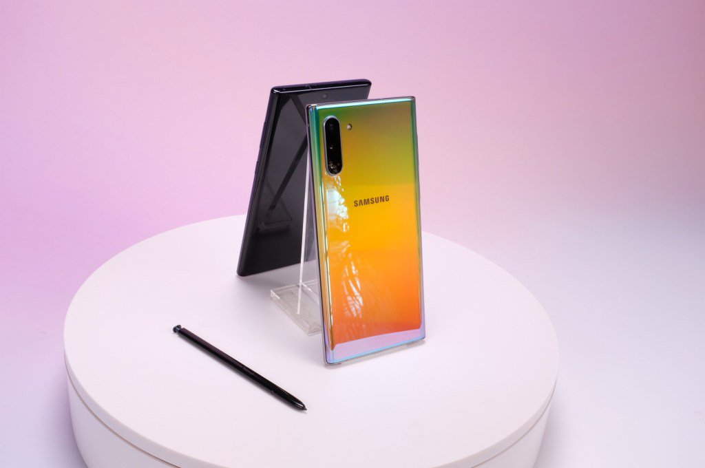 This is Samsung's Galaxy Note 10 and 10+ by @bheater