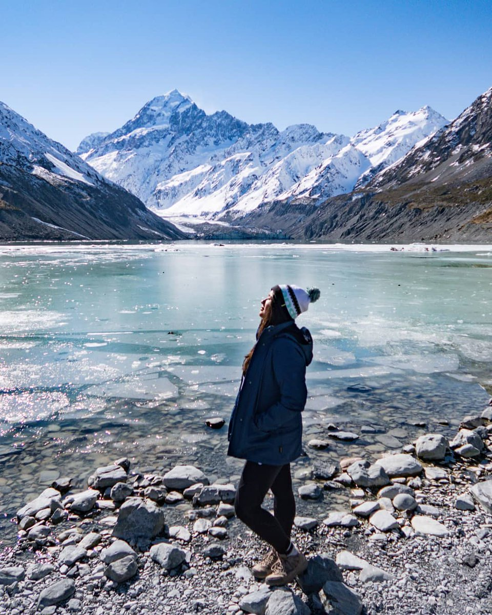 #MeetTheWorld: Where do you like to hike during the winter? 🏔️ Aoraki is a popular spot with its snow-capped mountains and crystal clear waters📷: @shotsbymv
