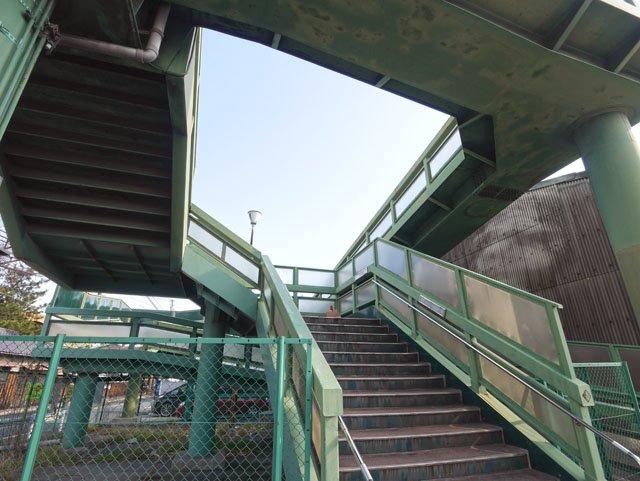 吹田でみつけた歩道橋めちゃエッシャーっぽくないですか。