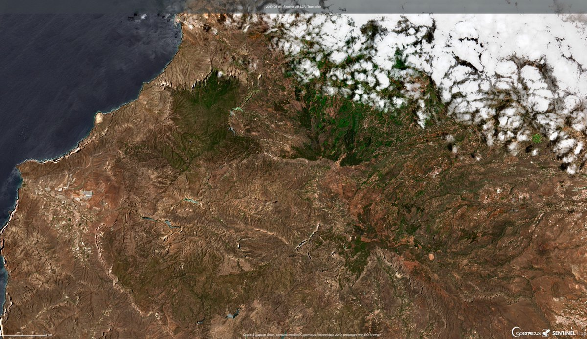 Two more @CopernicusEMS activations came from #GranCanaria in Spain this week for the #IFArtenara and #IFCazadores wildfires. These before and after Sentinel-2 🛰️🇪🇺 true color captures from 04/08 and 14/08 show us the area that was affected #activeearth