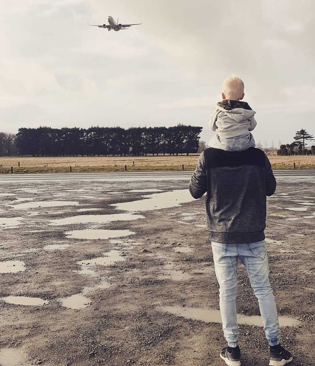 Never too young to become a planespotter 😉✈ 📸: @juggling_the_jenkins