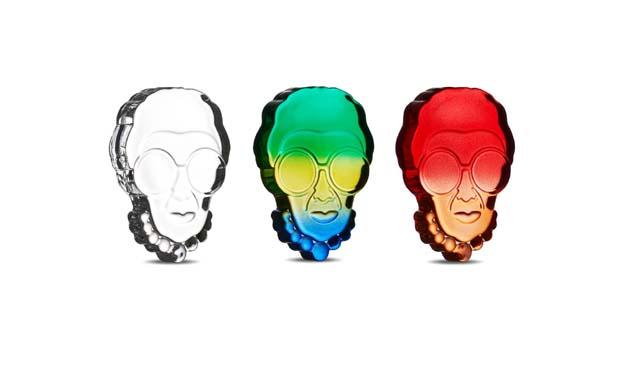 Nude Iris Paperweight ünlü stil ikonunun renkli kişiliğini yansıtıyor