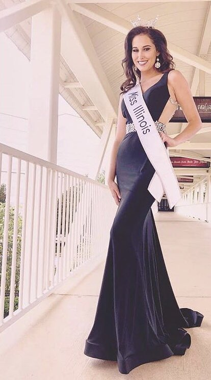 Check out our stunning Miss Illinois @MissAmericaIL Ariel Beverly in this fabulous gown from @JoycesTPR! Her gorgeous style, kind heart, and gracious spirit definitely make her our #womancrushwednsday! #missillinois #misscapitalcity #missamerica #womancrushwednesdaypic.twitter.com/ERAGl36OYJ