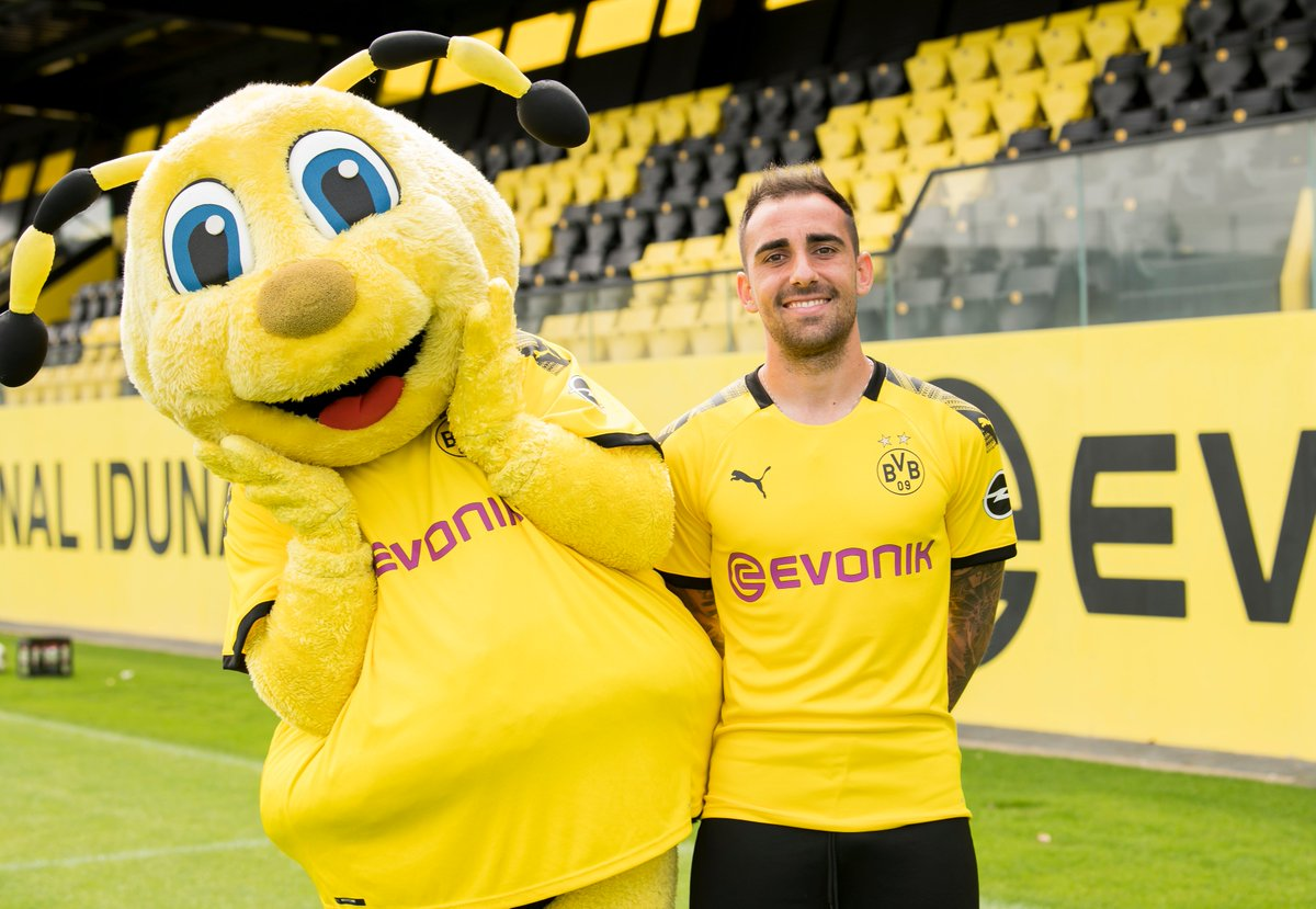 Borussia Dortmund On Twitter So Nice Of Emma To Take Photos With A Few Happy Fans