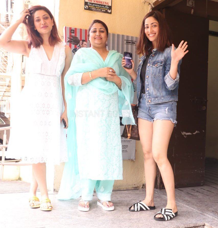 YamiGautam Snapped Post Movie Today With Her Family  Tweet