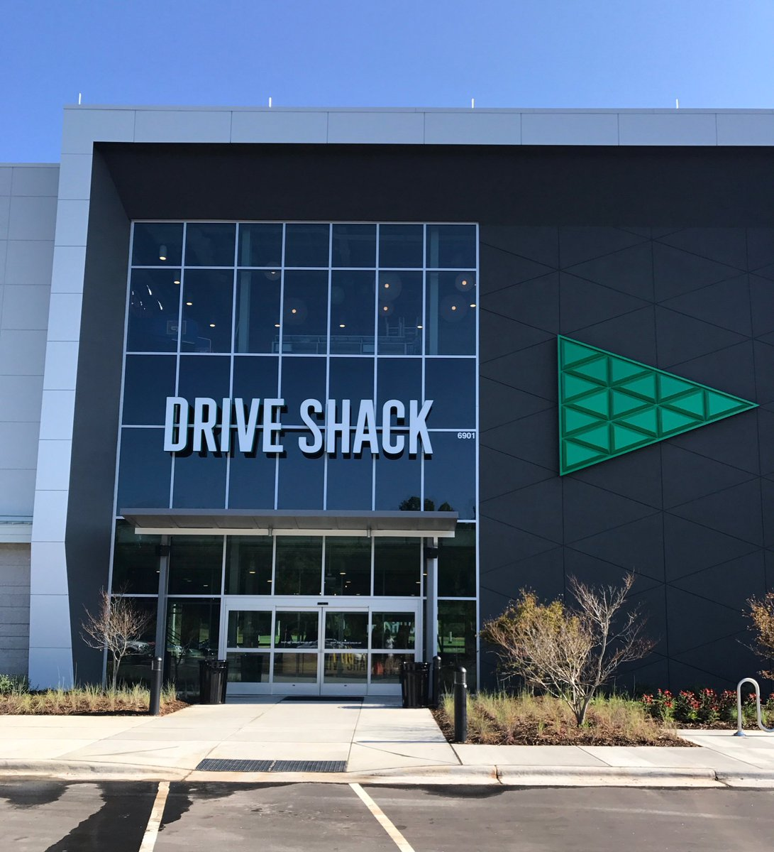 Welcome to Raleigh @driveshack ! Hiring 400 people. @NAICarolantic glad to be a part of the land acquisition! #golfandbusiness @Brenter37 @NAIGlobal https://t.co/8vY9VmMUO9