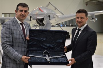 وفد أوكراني يبحث شراء طائرات بدون طيار تركية الصنع EBdVhOvXUAEeyAq