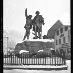 """Le 8 août 1786 : première ascension du Mont-Blanc par Jacques Balmat et le docteur Michel Paccard. Et après une statue, on fit même le """"premier guide au Mont-Blanc"""", une biographie en son honneur (1878). A voir sur Gallica : https://t.co/vODDCKU0vX #exploration #histoire"""