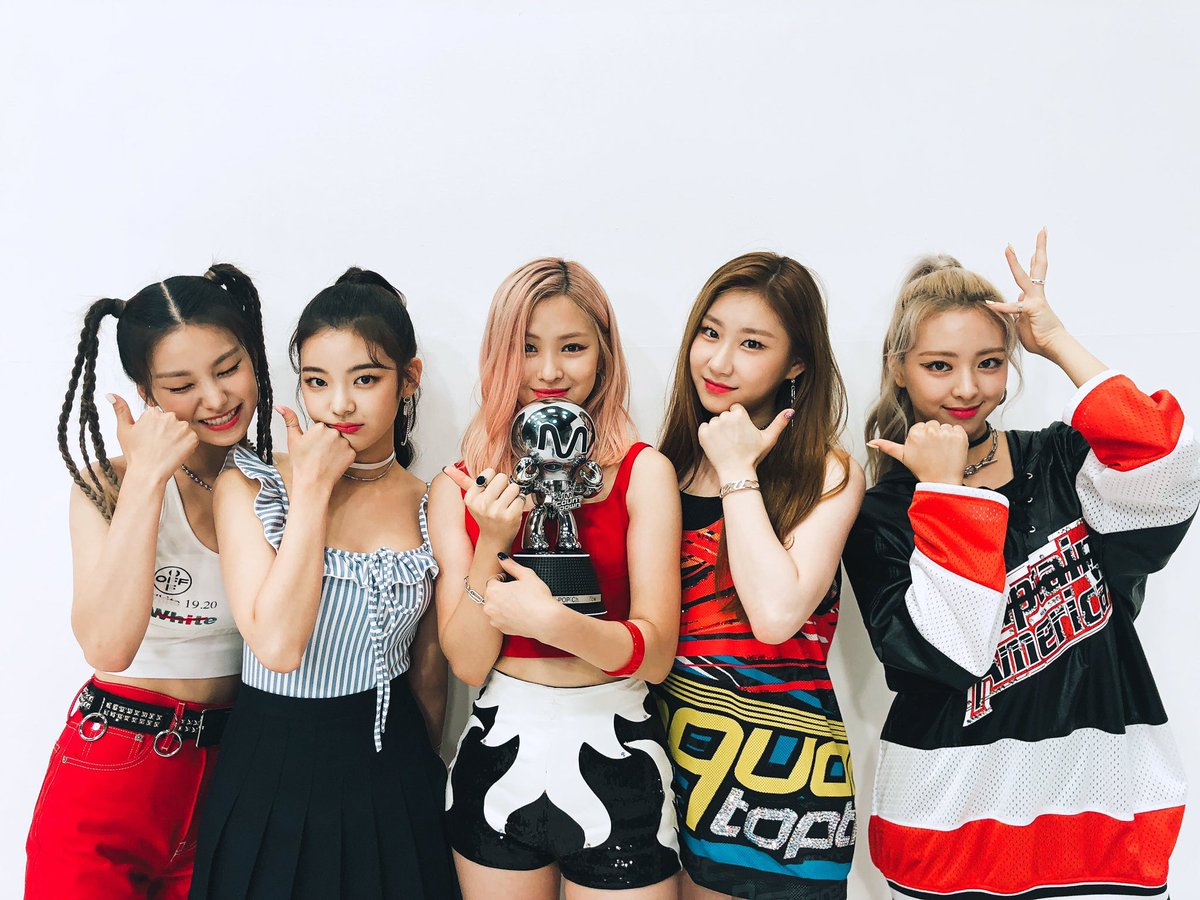 Image result for itzy icy m countdown red carpet