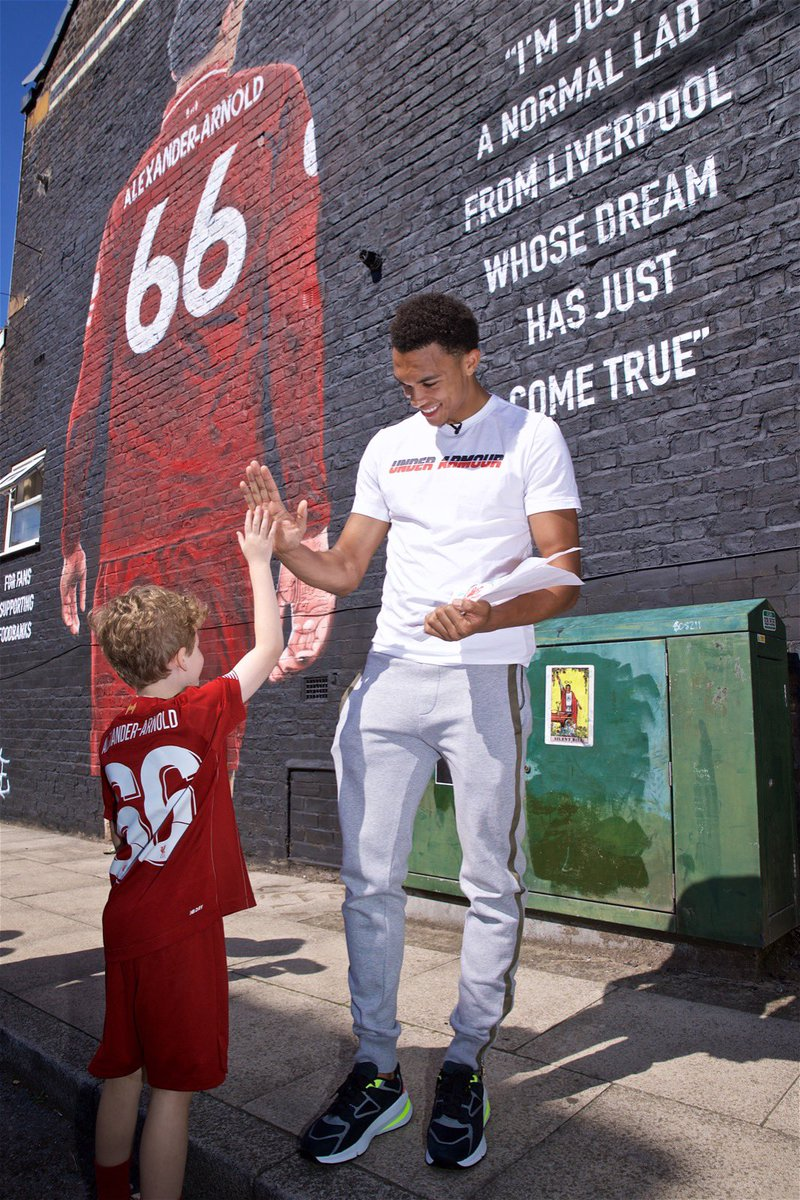 Absolutely love this. Thanks to everyone at @theanfieldwrap and great to raise awareness of the brilliant work @SFoodbanks do in the community. 🔴 #YNWA
