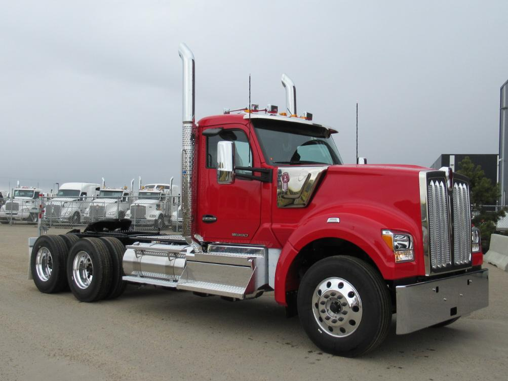 This NEW 2020 W990 is available for sale! Day cab, 18 speed
